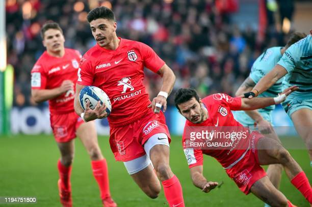 Toulouse's French centre Romain Ntamack runs with the ball to score a try during the European Rugby Champions Cup rugby union match between Stade...