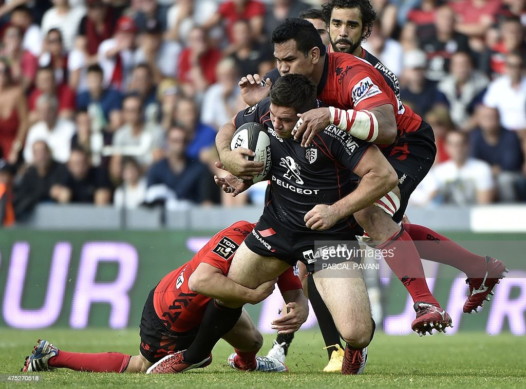 Toulouse's French centre Yann David (2nd L) breaks away from Oyonnax players during the French Top 14 rugby union match between Toulouse and Oyonnax on May 30, 2015 at the Ernest Wallon Stadium in Toulouse, southern France.