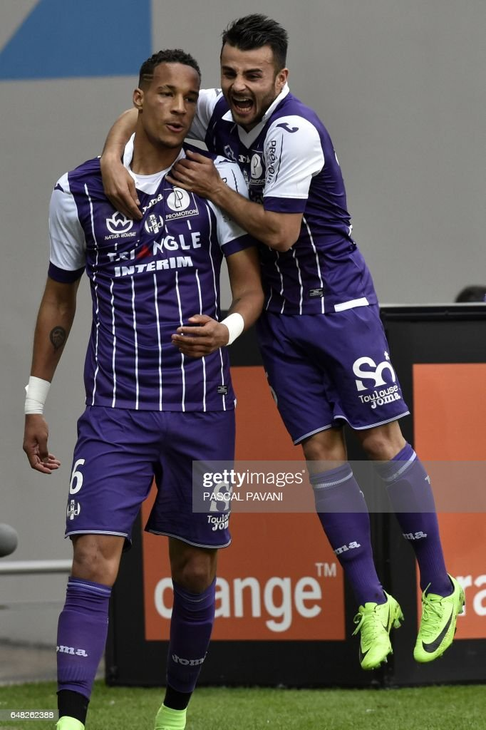 Toulouse's French defender Christopher Jullien (L) celebrates with his teammate forward Andy Delort after scoring a goal during the French L1 football match Toulouse against Lille on March 05, 2017 at the Municipal Stadium in Toulouse, southern France. /
