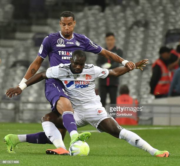 Toulouse's French defender Christopher Jullien vies with Amiens' French forward Moussa Konate during the French L1 football match Toulouse against...