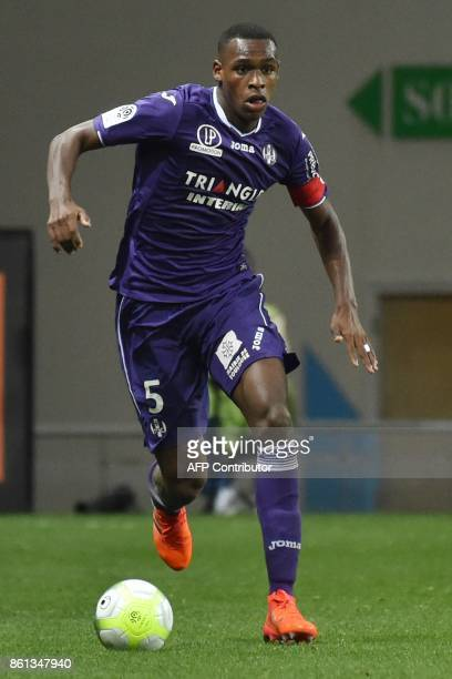 Toulouse's French defender Issa Diop controls the ball during the French L1 football match Toulouse against Amiens October 14 2017 at the Municipal...