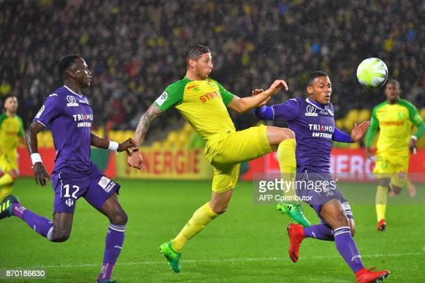 Toulouse's French defender Kelvin Amian and Guinean defender Issiaga Sylla vie with Nantes' Argentinian forward Emiliano Sala during the French L1...