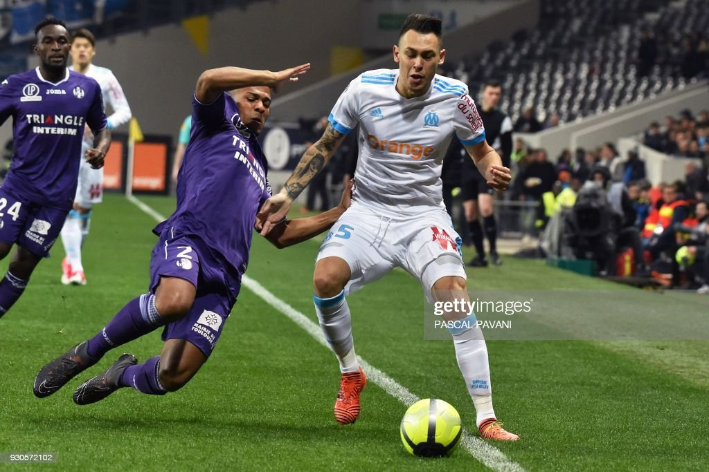 Toulouse's French defender Kelvin Amian (L) vies with Marseille's Argentinian forward Lucas Ocampos during the French L1 football match between Toulouse (TFC) and Marseille (OM) March 11, 2018, at the Municipal Stadium in Toulouse, southern France. /