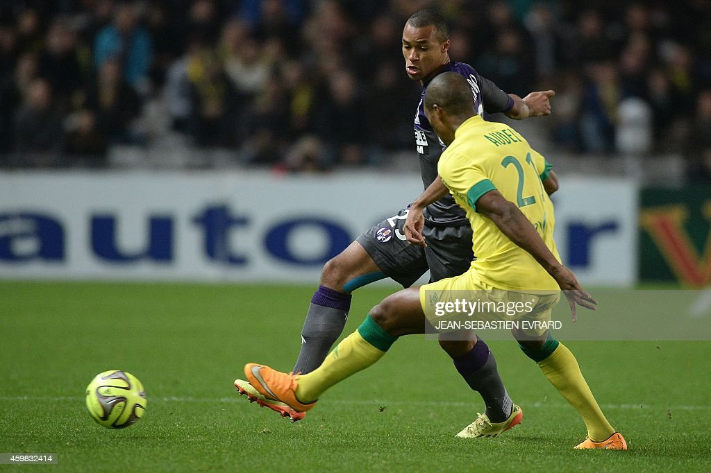 Toulouse's French defender Marcel Tisserand (L) vies with Nantes' French forward Johan Audel during the French L1 football match between Nantes (FCN) and Toulouse (TFC) on December 2, 2014 at the Beaujoire stadium in Nantes, western France.