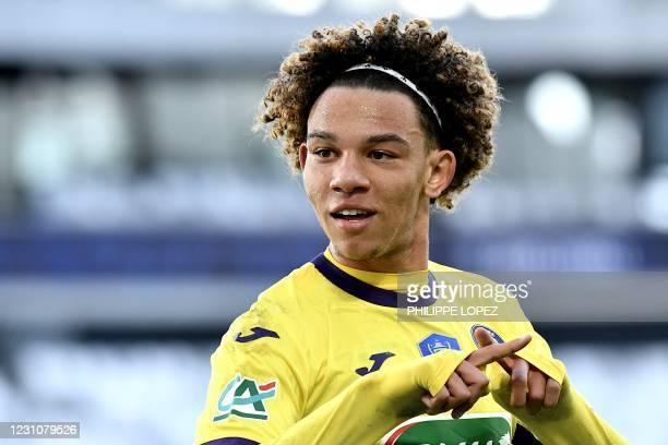 Toulouses French forward Janis Antiste celebrates after scoring his second goal during the French cup football match between Girondins de Bordeaux...