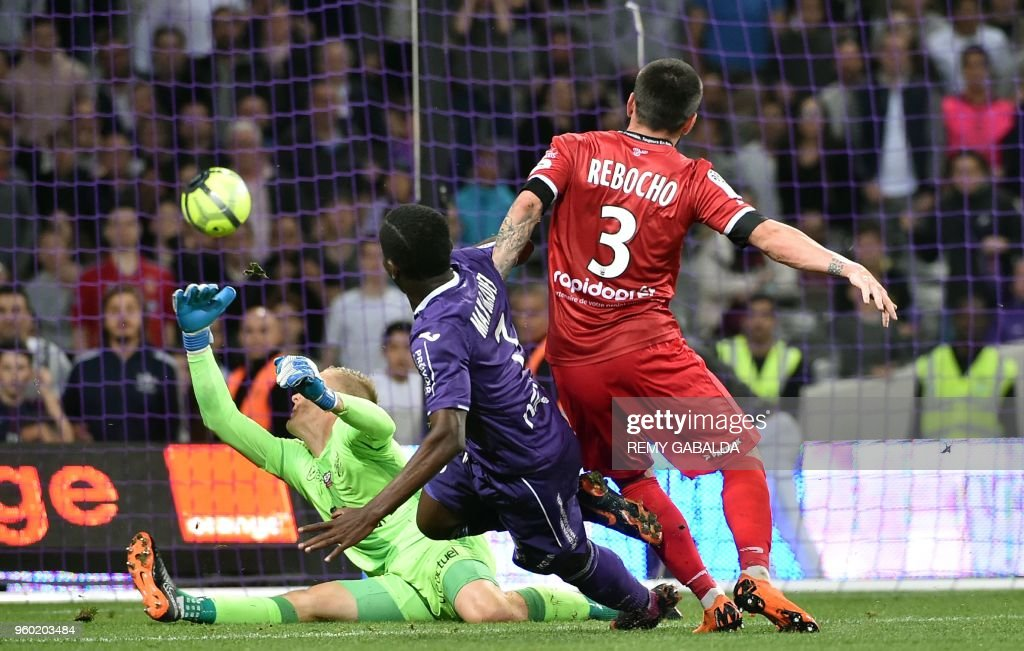 Toulouse's French forward Max-Alain Gradel (C) scores his team's first goal during the French L1 match between Toulouse and Guingamp at The Municipal Stadium in Toulouse, southern France on May 19, 2018.