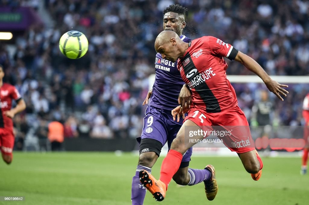 Toulouse's French forward Yaya Sanogo (L) vies for the ball with Guingamp's defender Jeremy Sorbon during the French L1 match between Toulouse and Guingamp on may 19, 2018, at the Municipal Stadium in Toulouse, southern France.