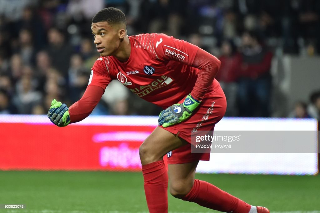 Toulouse's French goalkeeper Alban Lafont gestures during the French L1 football match between Toulouse (TFC) and Marseille (OM) at the Municipal Stadium in Toulouse, southern France on March 11, 2018. /