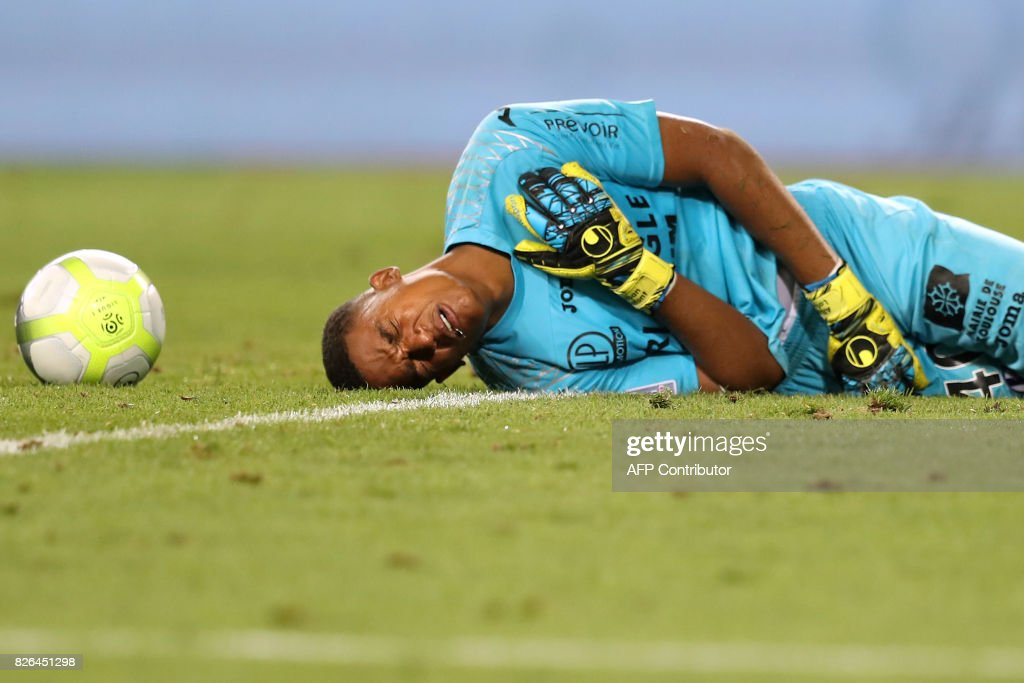 TOPSHOT - Toulouse's French goalkeeper Alban Lafont reacts during the French L1 football match between Monaco (ASM) and Toulouse (TFC) at Louis II Stadium in Monaco on August 4, 2017. /