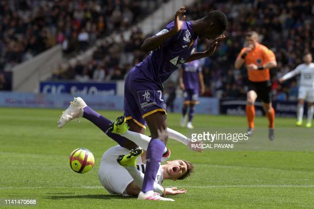 Toulouse's French midfielder Kalidou Sidibe vies with Rennes French midfielder Adrien Hunou during the French L1 football match between Toulouse and...