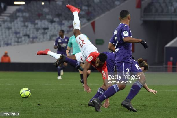 Toulouse's French midfielder Yannick Cahuzac vies with Monaco's French midfielder Thomas Lemar during the French L1 football match between Toulouse...
