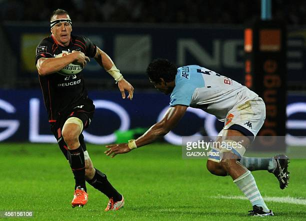 Toulouse's French number eight Imanol Harinordoquy vies with Bayonne's flanker Lisiate Faaoso during the French Top 14 rugby union match between...