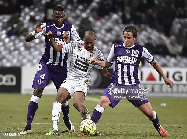 Toulouse's Italian Argentinian midfielder Oscar Trejo and Toulouse's French midfielder Tongo Doumbia vie with Rennes' Swiss midfielder Gelson...