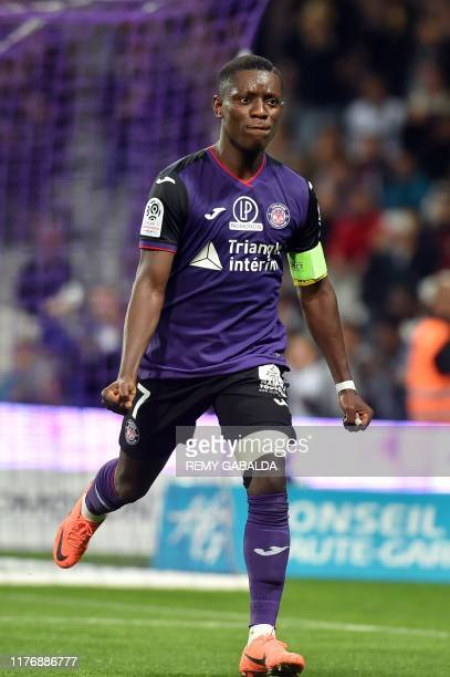 Toulouse's Ivorian forward Max Alain Gradel celebrates after scores a goal from the penalty kick during the French L1 football match between Toulouse...