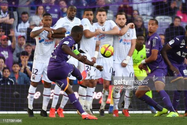 Toulouse's Ivorian forward MaxAlain Gradel scores a goal from a freekick during the French L1 football match between Toulouse FC and Caen at...