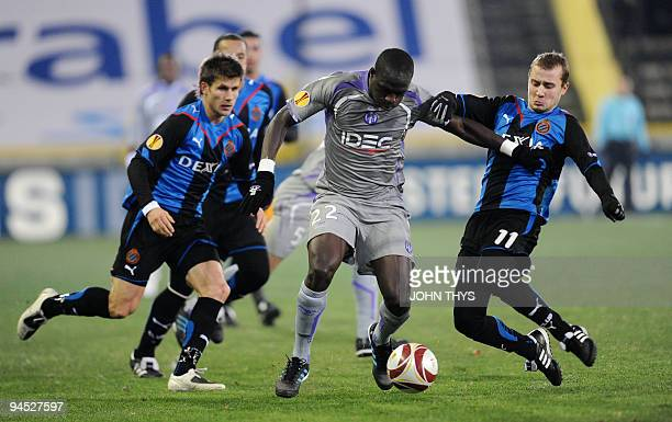 Toulouse's Moussa Sissoko vies with Brugge's Jonathan Blondel during the UEFA Europa League group J football match Brugge vs Toulouse in Bruges on...