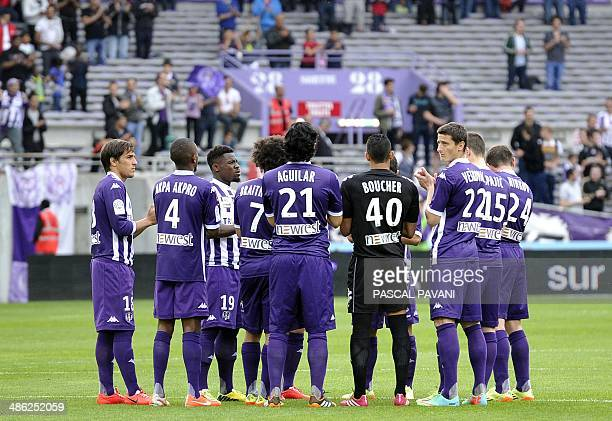 Toulouse's players observe a minute of silence in memory of Toulouse's Finnish former player Aulis Rytkonen, nicknamed Mister Magic, who died on...