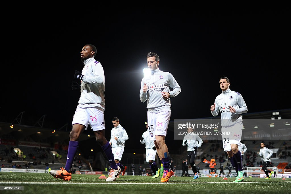 Toulouse's players warm up before the French L1 football match between Lorient and Toulouse on February 15, 2014 at the Moustoir stadium in Lorient, western France.