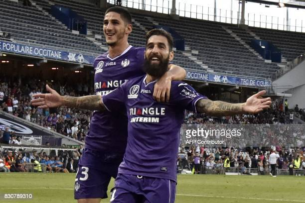 Toulouse's Swedish midfielder Jimmy Durmaz celebrates with teammate French defender Nordi Mukiele after scoring a penalty during the French L1...