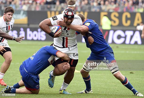 Toulouse's Tongian flankert Edwin Maka vies with Grenoble's French prop Richard Choirat and Grenoble's Irish centre Chris Farrell during the French...