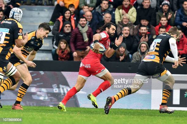 Toulouse's winger Yoann Huget runs to score a try during the European Champions Cup pool one rugby union match between Toulouse and Wasps at the...