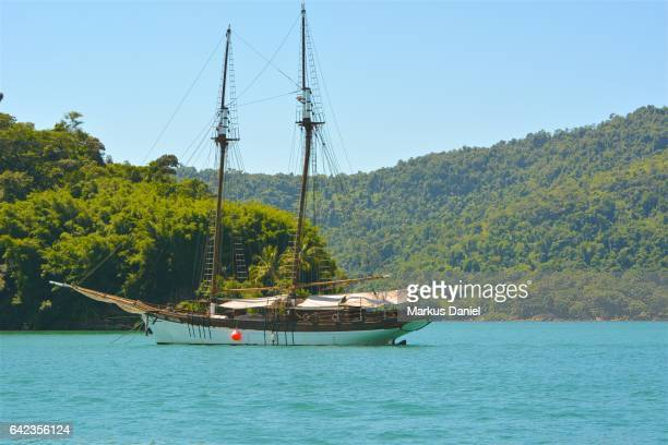 """tour boat in bay of paraty, rio de janeiro - """"markus daniel"""" stock pictures, royalty-free photos & images"""