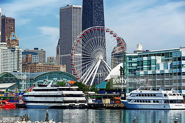 tour boats at navy pier, downtown chicago - navy pier stock pictures, royalty-free photos & images