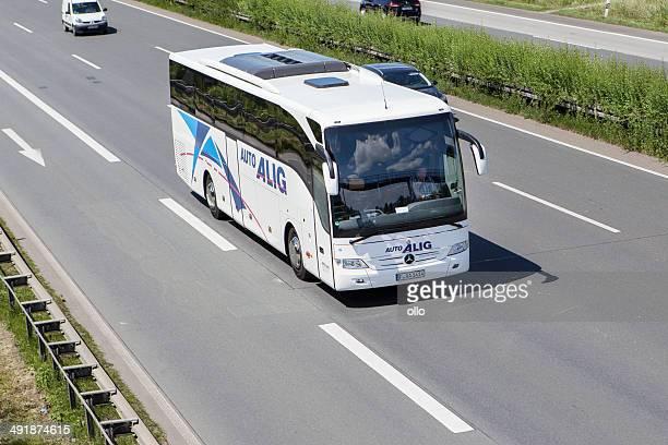 Tour bus auf Deutsche Autobahn
