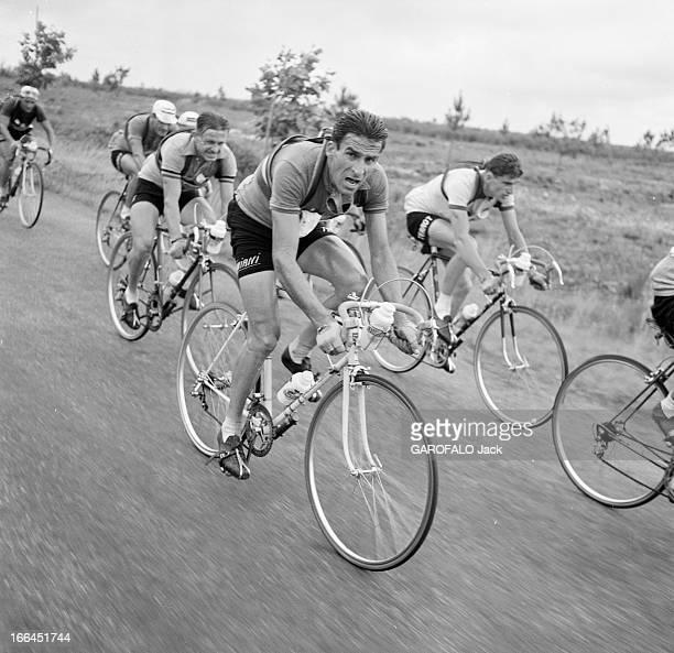Tour De France 1954 Le 41ème Tour de France du 8 juillet au 1er août 1954 sur 23 étapes pour 4 656 km avec la victoire de Louison Bobet un coureur...