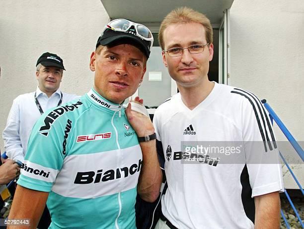 Tour de France 2003 16 Etappe Pau Bayonne Jan ULLRICH/GER Team Bianchi Mannschaftsarzt Dr Thomas KLIMASCHKA