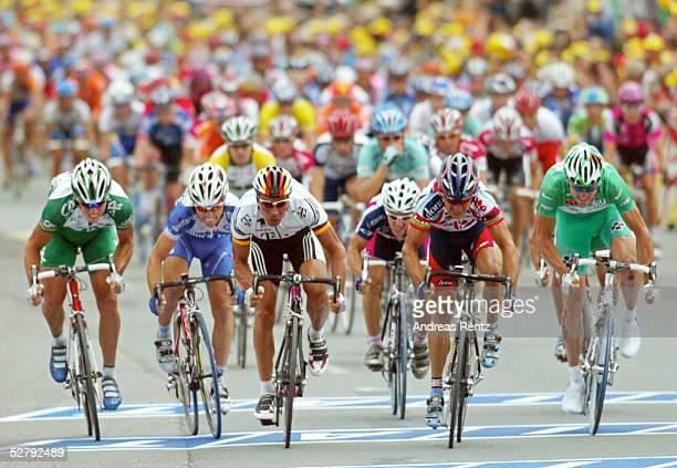 Tour de France 2003 18 Etappe Bordeaux SaintMaixentl'Ecole Zielsprint Stuart O'GRADY/AUS Credit Agricole Erik ZABEL/GER Team Telekom Robbie MC...