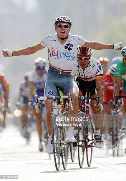 Tour de France 2003, 2. Etappe; La Ferte-sous-Jouarre - Sedan; Sieger Baden COOKE/AUS - Team FDJEUX.COM - dahinter Erik ZABEL/GER - Team Telekom -...