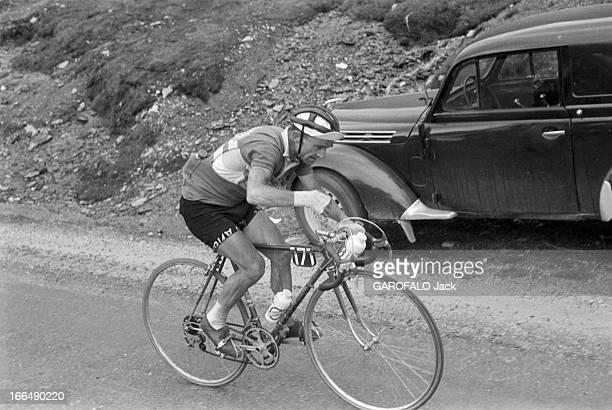 Tour De France July 1959 Du 9 juillet au 18 juillet 1959 tour de France cycliste Dans une étape de montagne Jean ROBIC vétéran de 38 ans en action...