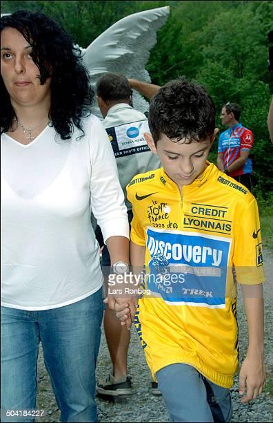 Tour de France stage 15 Fabio Casartellis memorial point on Col du Portet dAspet 10 years after his death Annalisa and Marco Casartelli