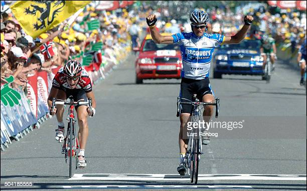 Tour de France stage 17 Paolo Savoldelli Discovery Channel wins the stage in front of KurtAsle Arvesen Team CSC
