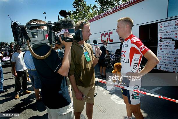 Tour de France stage 2 Nicki Soerensen CSCTiscali talking to reporter Claus Elgaard TV2 Sporten Denmark