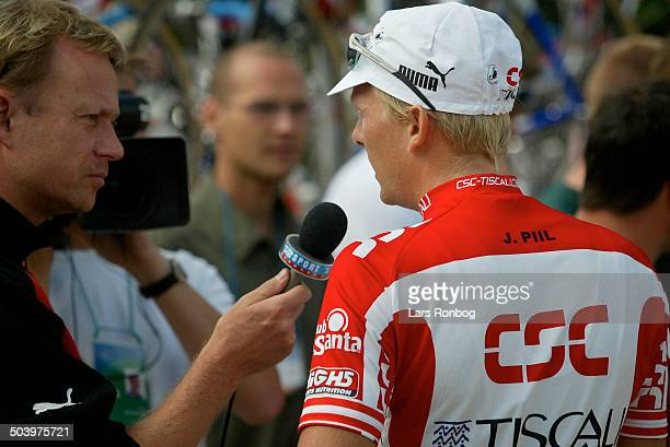 Tour de France stage 5 Jakob Piil CSCTiscali talking to reporter Claus Elgaard TV2 Sporten Denmark