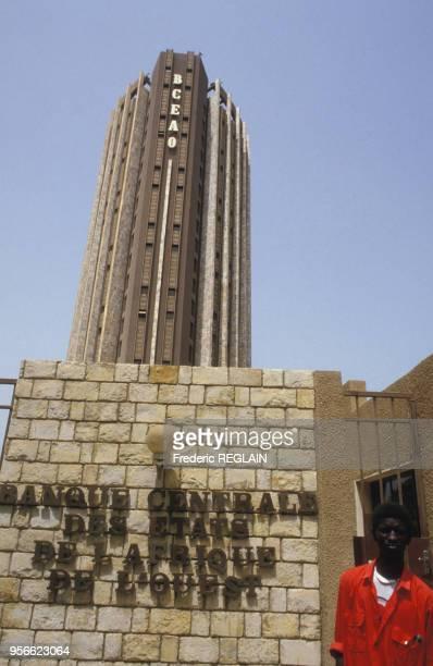 Tour de la Banque centrale des Etats de l'Afrique de l'Ouest en juin 1986 à Dakar au Sénégal