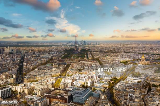 tour eiffel en parís - cultura europea fotografías e imágenes de stock