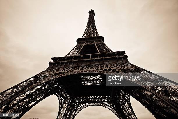 Paris Eiffelturm in schwarz und weiß