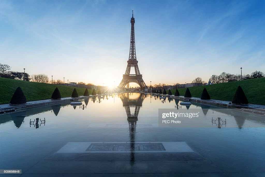 Tour Eiffel : sunrise during a frozen morning : Stock Photo