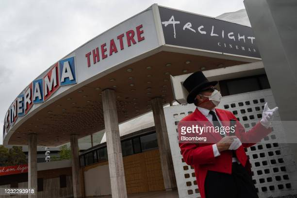 Tour guide speaks outside the Pacific Theatres' Cinerama Dome, part of the ArcLight Hollywood complex, in Hollywood, California, U.S. On Tuesday,...