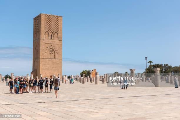 tour hassan minaret, rabat, morocco - rabat maroc photos et images de collection