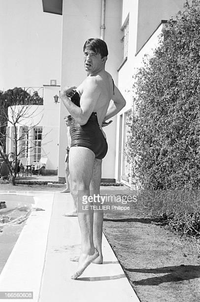 Tour Of France Rugby Team In South Africa Le 20 aout 1958 à Johannesburg en Afrique du Sud un homme non identifié en maillot de bain