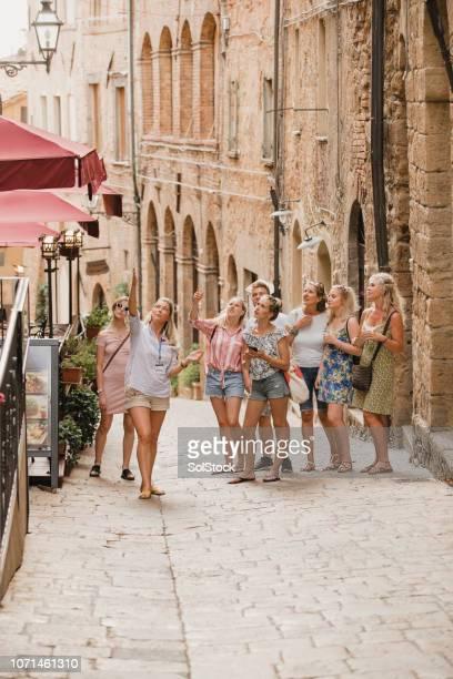 tour de volterra - tourisme photos et images de collection