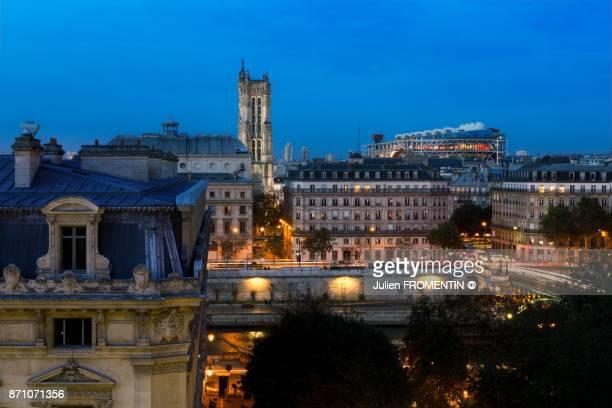 tour saint-jacques & centre pompidou, paris - centre pompidou stock pictures, royalty-free photos & images
