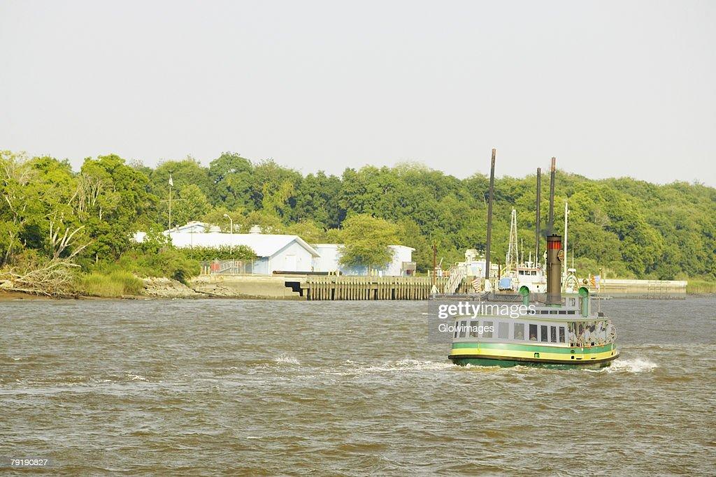 Tourboat in the river, Savannah, Georgia, USA : Foto de stock