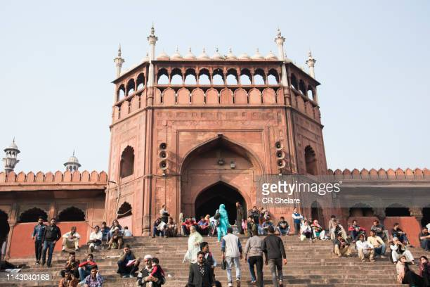 tourist and local people visiting jama masjid mosque, old delhi, india. - jama masjid delhi stock pictures, royalty-free photos & images