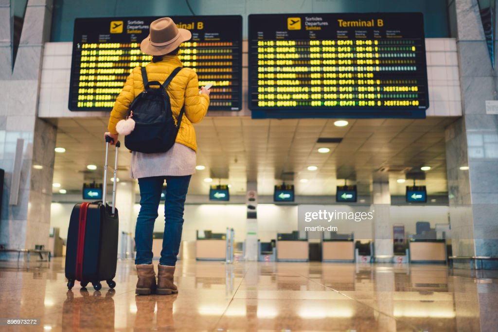Tourist at Barcelona international airport : Foto de stock