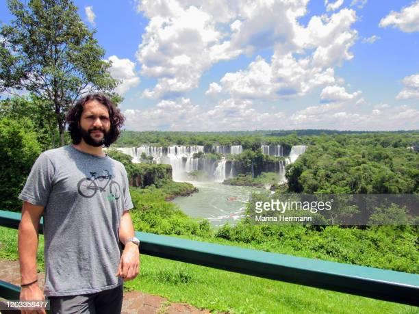 tourist at iguaçu national park, brazil - フォスドイグアス ストックフォトと画像